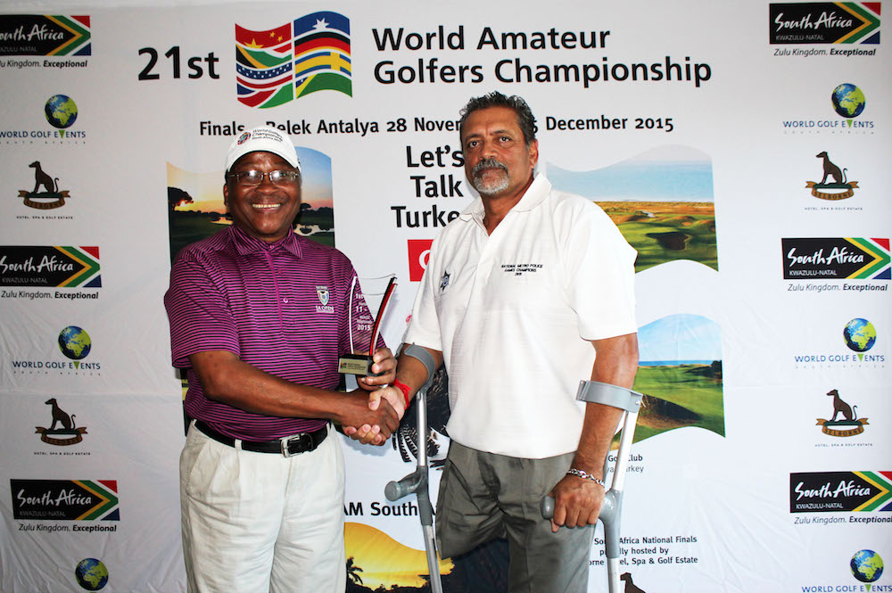 Robin Singh receives his trophy from Arthur Mzimela of World Golf Events SA and TEAM SA Captain.
